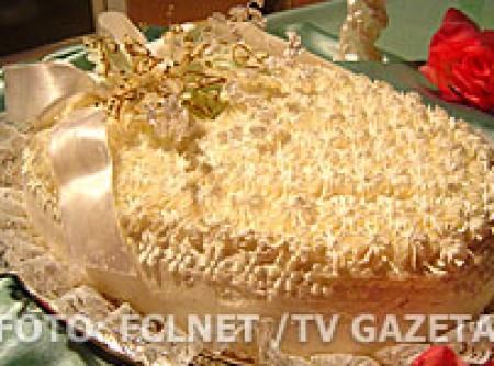 Bolo de Fécula de Batata com Abacaxi, Ameixa e Damasco | marly Fucci