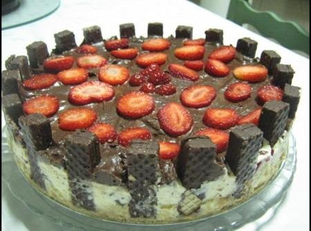 Torta Torre (com recheio de morango e uvas passas)