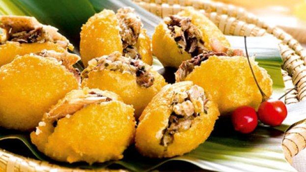 Bolinhos de arroz recheados com Refogado de Sardinha