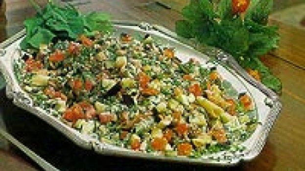 Massa tricolore com berinjela, tomate fresco e rúcula