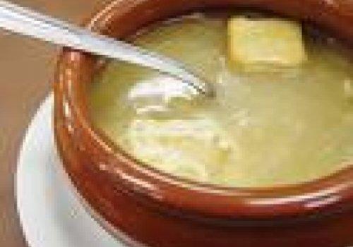 Sopa de cebola e parmesão