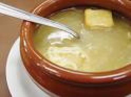 Sopa de cebola e parmesão   Luciana Pereira Ramalho