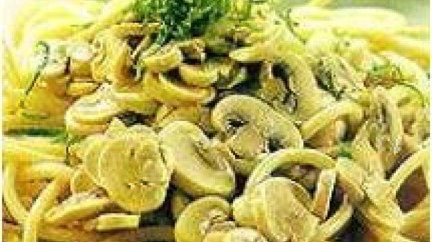 Bucatini (massa) com molho de cogumelo,alho e limão
