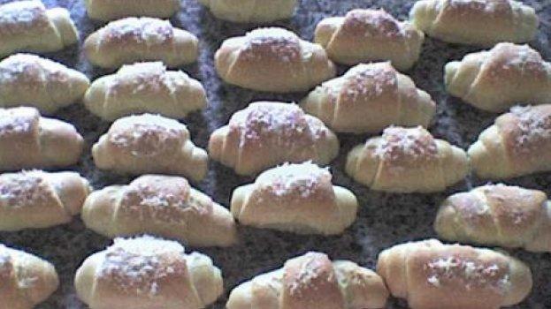 Pão de cebola formato de crossant