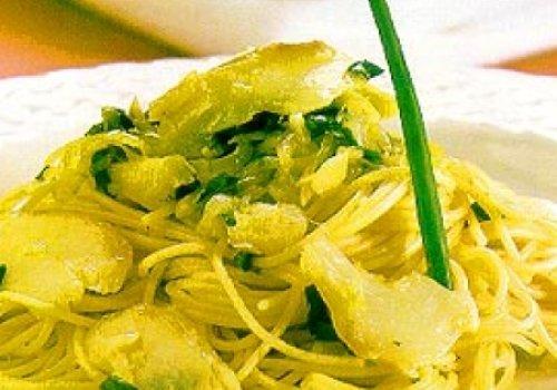 Espaguete com bacalhau e alho