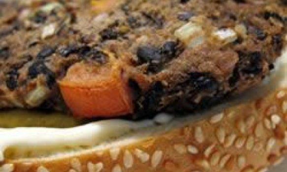 Hambúrguer vegetariano de feijão preto