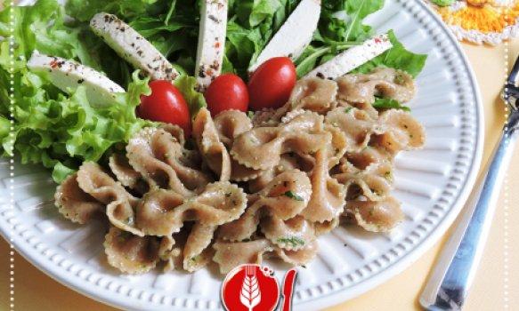 Salada de Macarrão Integral com Pesto de Manjericão