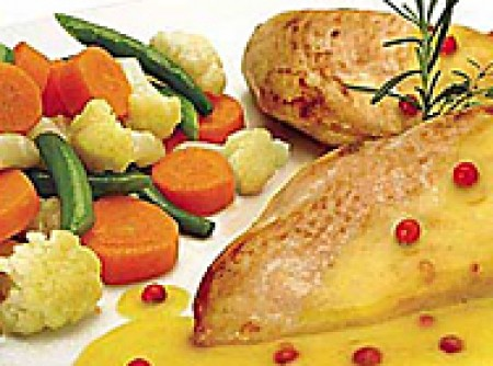 Peito de Frango aos Legumes Aromáticos