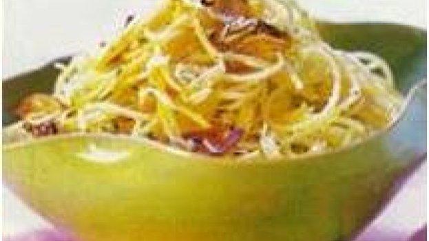 Macarrão com alho,azeite e ricota defumada