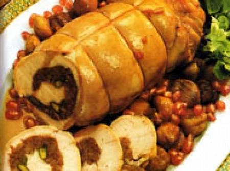 Rocambole de peru no sal grosso com castanhas à romã