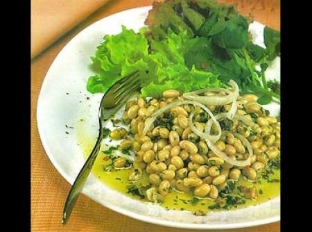 Salada de soja com molho picante de alho