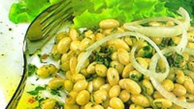 Salada ed soja com molho picante de alho