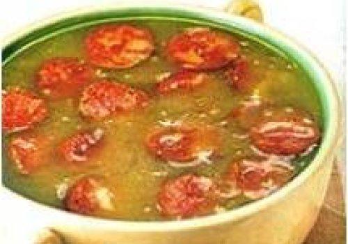 Sopa de batata com alho e linguiça