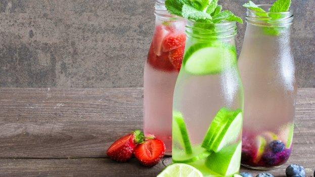 Água saborizada com Maçã e Frutas Vermelhas