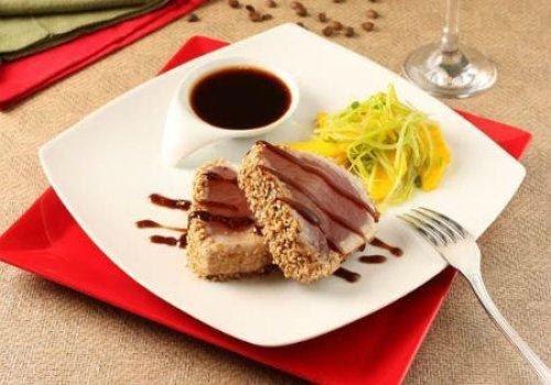 Atum Selado com Crosta de Gergelim e Molho de Café