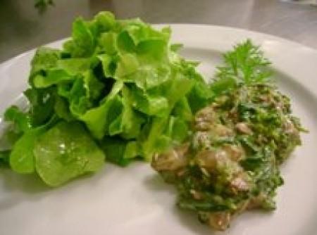 Salada morna de espinafre com cogumelos e brocolis