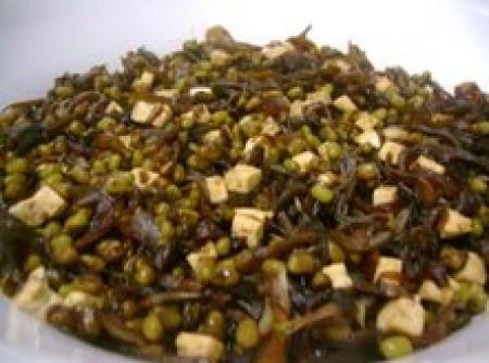 Moyshi com cebola ao shoyou e tofu