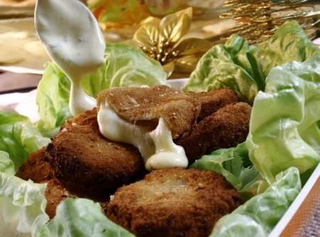 Queijo Empanado ao Molho Dijonnaise