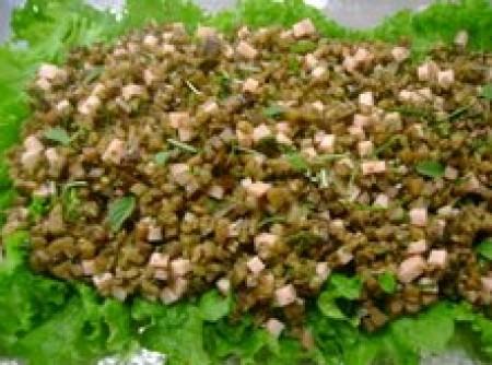 Berinjela com peito de peru e ervas frescas