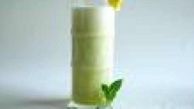 Suco de Iogurte de Abacaxi com Hortelã