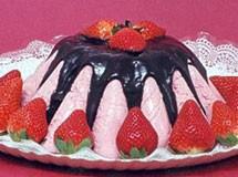 Torta Mousse de Morango com Cobertura de Chocolate