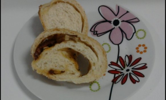 Pão de tomate seco,queijo minas e azeitonas