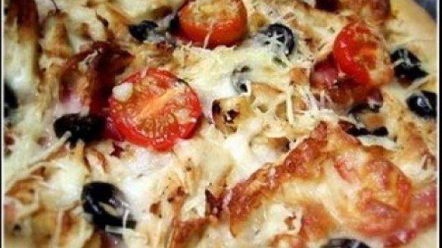 Pizza de Frango, Bacon e Tomates Cereja