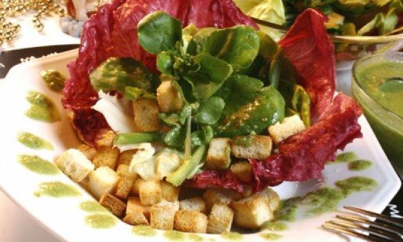 Salada de três folhas com Crôutons e Pesto