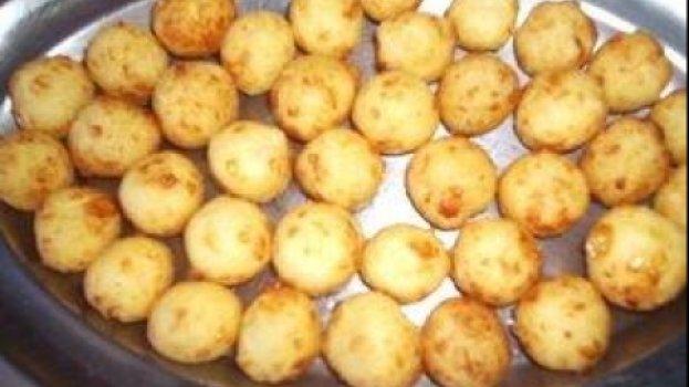Bolinhas ou Charutinhos de Mandioca com Queijo