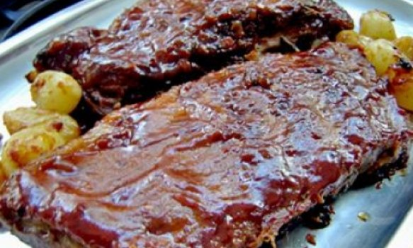 costelinha de porco ao barbecue