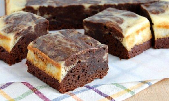Brownies com mesclado de cheesecake