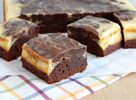 Brownies com mesclado de cheesecake | danielly teófilo pires de oliveira