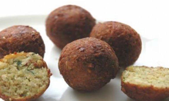 falafel (bolinhos de fava e grão-de-bico)