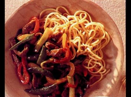 Carne á moda de pequim com refogado de pimentão
