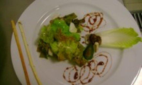 Salada de endívia com figo verde e gorgonzola