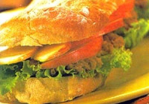 Sanduiche de atum com maçã