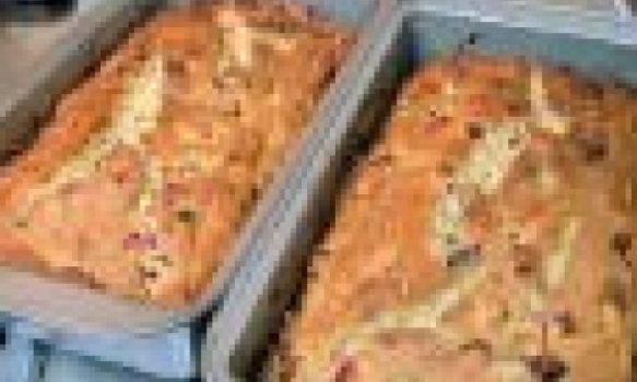 Pão de farelo e frutas