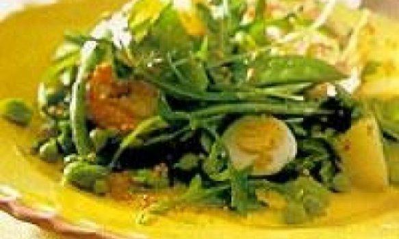 Salada com Camarões e Ovos de Codorna