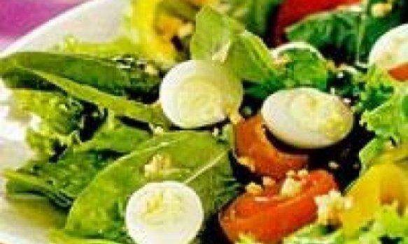 Salada de Alface, Rúcula, Ovos e Pimentão