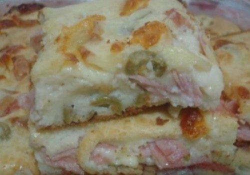 Torta de queijo, presunto e frango