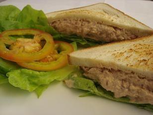 Sanduíche Tuna Fish da Família Burger | Luzia Teles