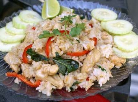 Khao pad de frango
