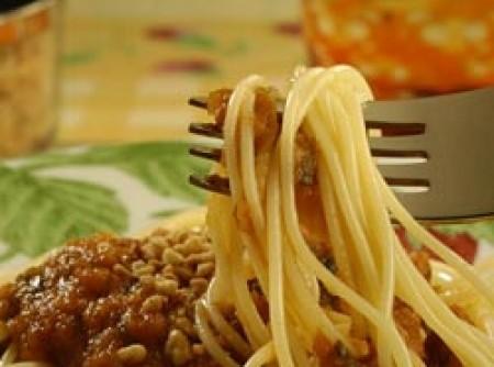 Espaguete com castanha de caju