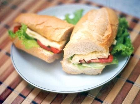 Sanduíche de Provolone com Queijo Fundido