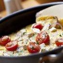 Omelete com Tomate Cereja e Queijo Branco