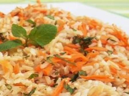 Arroz integral com cenoura e hortelã