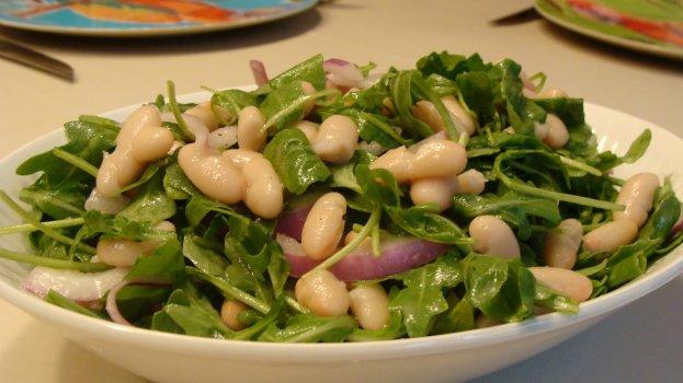 salada de rúcula com feijão/cybercook