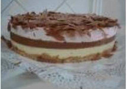 Torta mousse de chocolate tricolor
