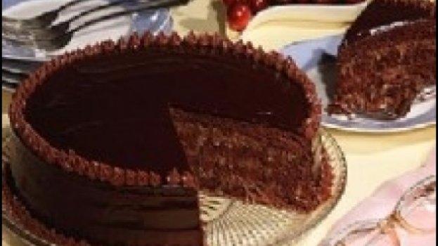 Torta de Chocolate com Coco e Nozes
