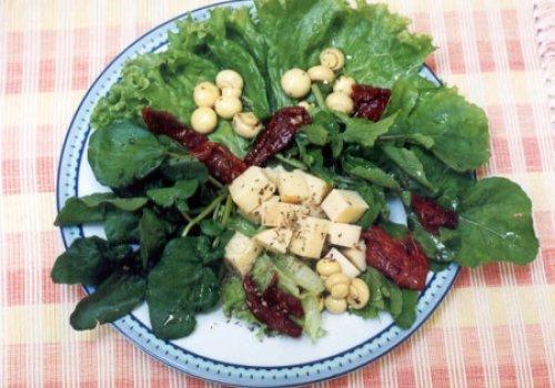 Salada de tomate seco e provolone